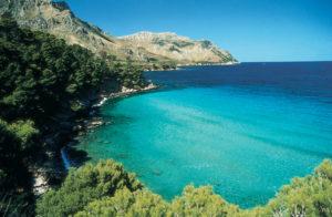 Weite Bucht an der Nordküste Mallorcas