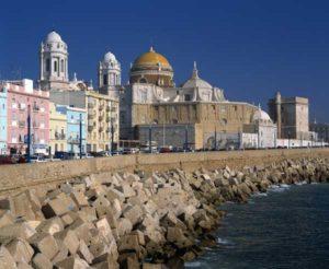 Die Kathedrale von Cádiz vom Campo Sur aus