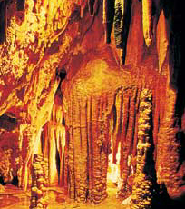 Bizarre Felsformationen in der Drachenhöhle Coves del Drac