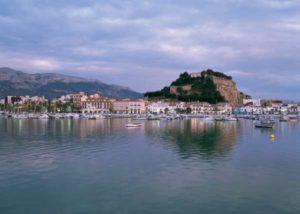 Hafen und Küste von von Denia an der Costa Blanca