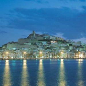Beeindruckender Anblick: die Altstadt von Eivissa bei Nacht