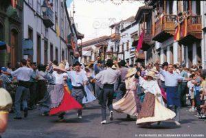 Die Bewohner von Teror feiern eine Fiesta