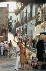 Beliebt: ein Bummel durch die Gassen der Altstadt von Ibiza-Stadt
