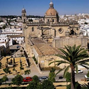 Die Kathedrale vor dem Stadtpanorama von Jerez