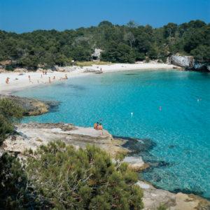Eine kleine, für Menorca typische, Sanbucht