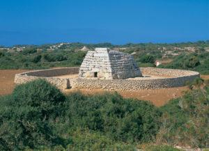 Die Naveta de Tudons, ein Relikt der Megalithenkultur