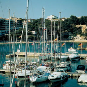 Am Hafen von Porto Cristo lassen sich zahlreiche schöne Yachten bestaunen