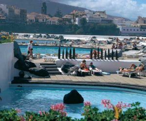 Die künstlichen Meerwasserschwimmbäder sind die Attraktion in Puerto de la Cruz
