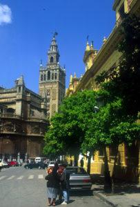 Die Giralda ist das Wahrzeichen von Sevilla