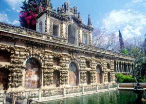Die Gärten der Reales alcázares vereinen barocke und maurische Baukunst