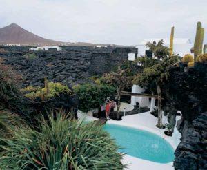 Symbiose von Vulkanismus und moderner Architektur