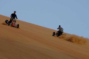 Spaß in der Wüste Abu Dhabis auf einem Quad