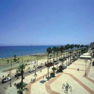 Das Stadtleben Lárnacas spielt sich hauptsächlich rund um die Uferpromenade und die Altstadt ab
