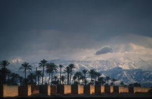 Hinter Marrakeschs Stadtmauern beginnt das Atlasgebirge