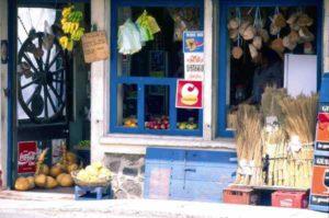 Frisches Obst und Gemüse an einem Marktstand auf Mauritius
