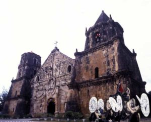 Lateinamerikanischer Katholizismus gepaart mit philippinischer Kultur