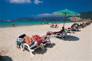 Der Ort Karon Beach ist bei Strandurlaubern sehr beliebt