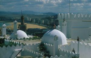 Traditionelle und moderne Architektur wechseln sich in Marokko in den großen Städten ab