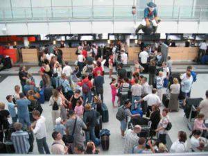 Lange Schlangen beim Check-In am Flughafen Dortmund sind nicht immer zu vermeiden