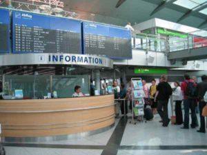 Informationsschalter am Flughafen Dortmund