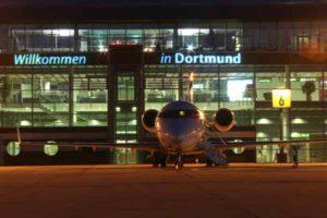 Willkommensgruß für Passagiere am Flughafen Dortmund