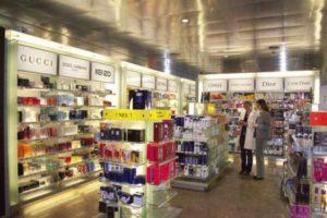 Im Flughafen Innsbruck gibt es auch einen Duty Free-Shop