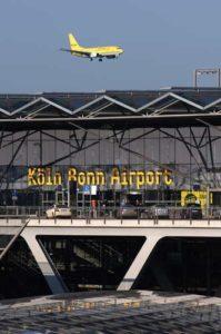 Eingangsbereich des Flughafens Köln/Bonn