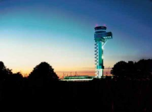 Der Tower am Flughafen Leipzig musste im Jahr 2015 mehr als 65.000 Flugbewegungen koordinieren