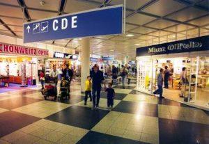 Shopping am Flughafen München in einer Einkaufspassage