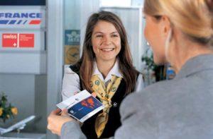 Ein nettes Lächeln beim Check-In am Flughafen Nürnberg