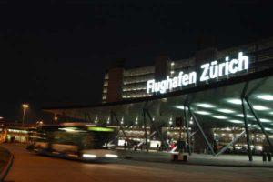 Bis zu 20.000 Parkplätze befinden sich in der näheren Umgebumg vom Flughafen Zürich