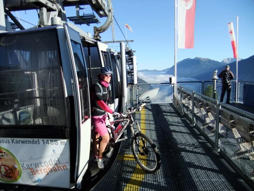 Bikeschaukel Tirol hilft bei Alpenüberquerung mit dem Mountainbike