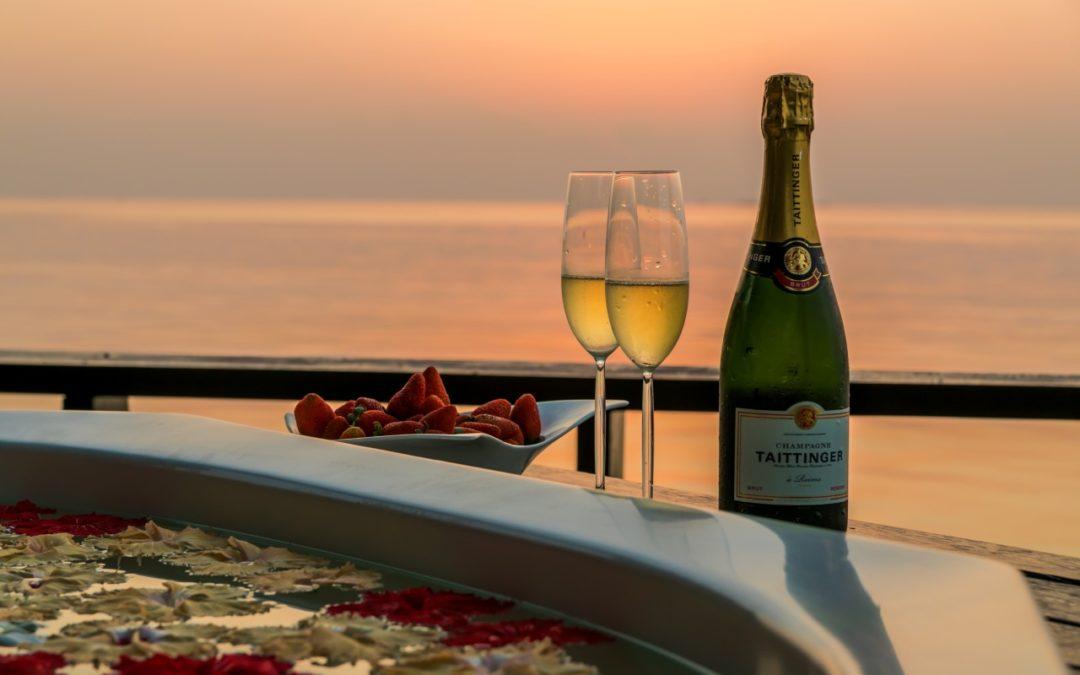 Taittinger-Champagner im Lily Beach Resort auf den Malediven