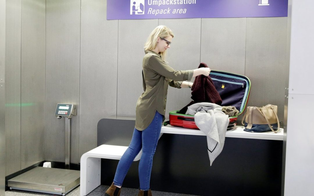 Koffer-Umpackstationen am Flughafen Frankfurt
