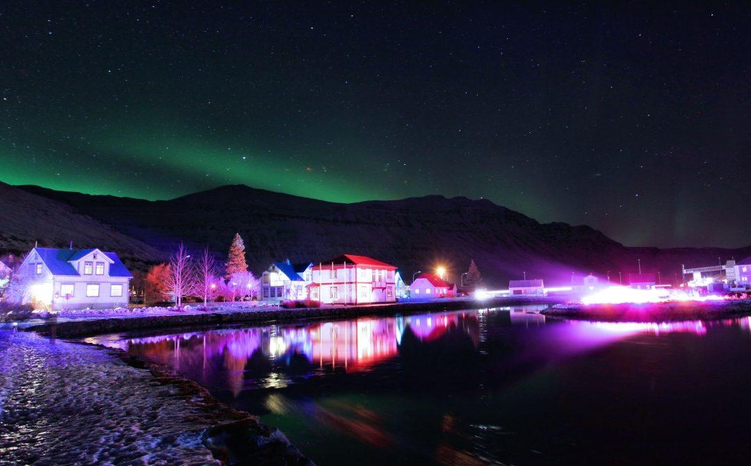 """Lichtkunstfestival """"Art in Light"""" im ostisländischen Seydisfjordur"""