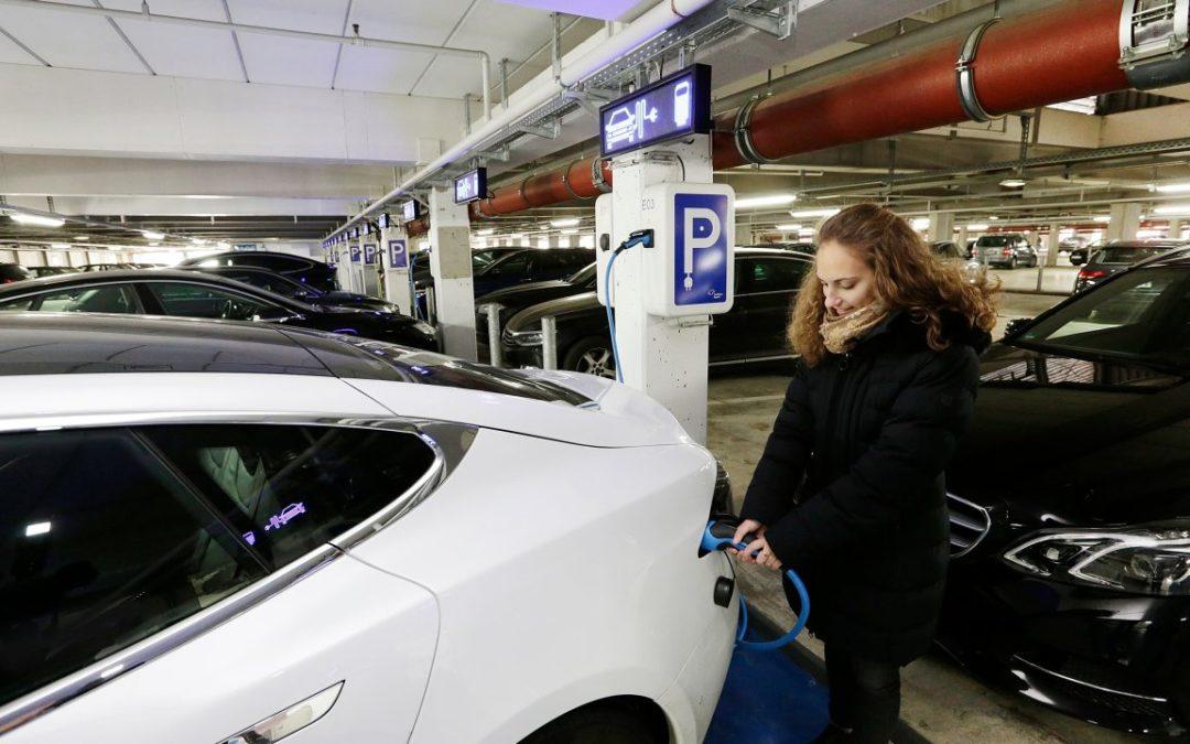 Zusätzliche E-Parkplätze am Flughafen Frankfurt