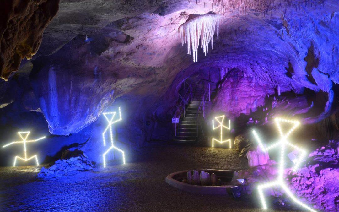 """""""Höhlenlichter"""" in der Dechenhöhle in Iserlohn"""