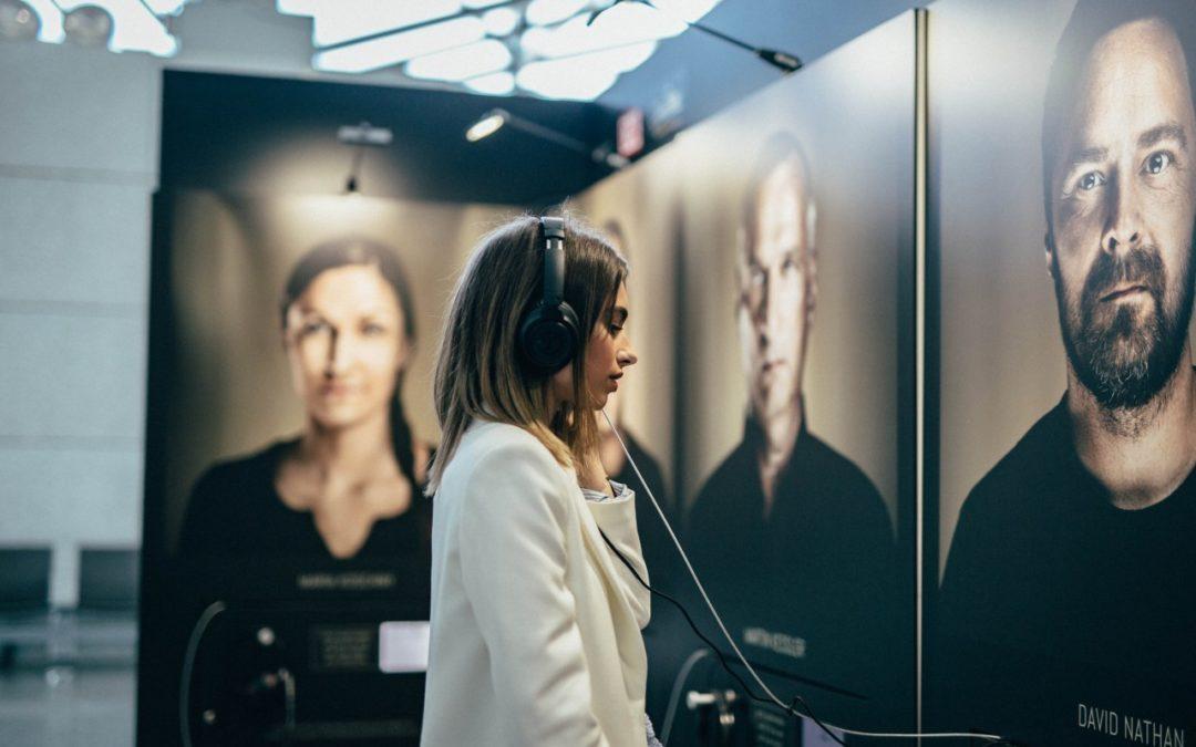 "Ausstellung ""Faces Behind The Voices"" am Flughafen Hannover"