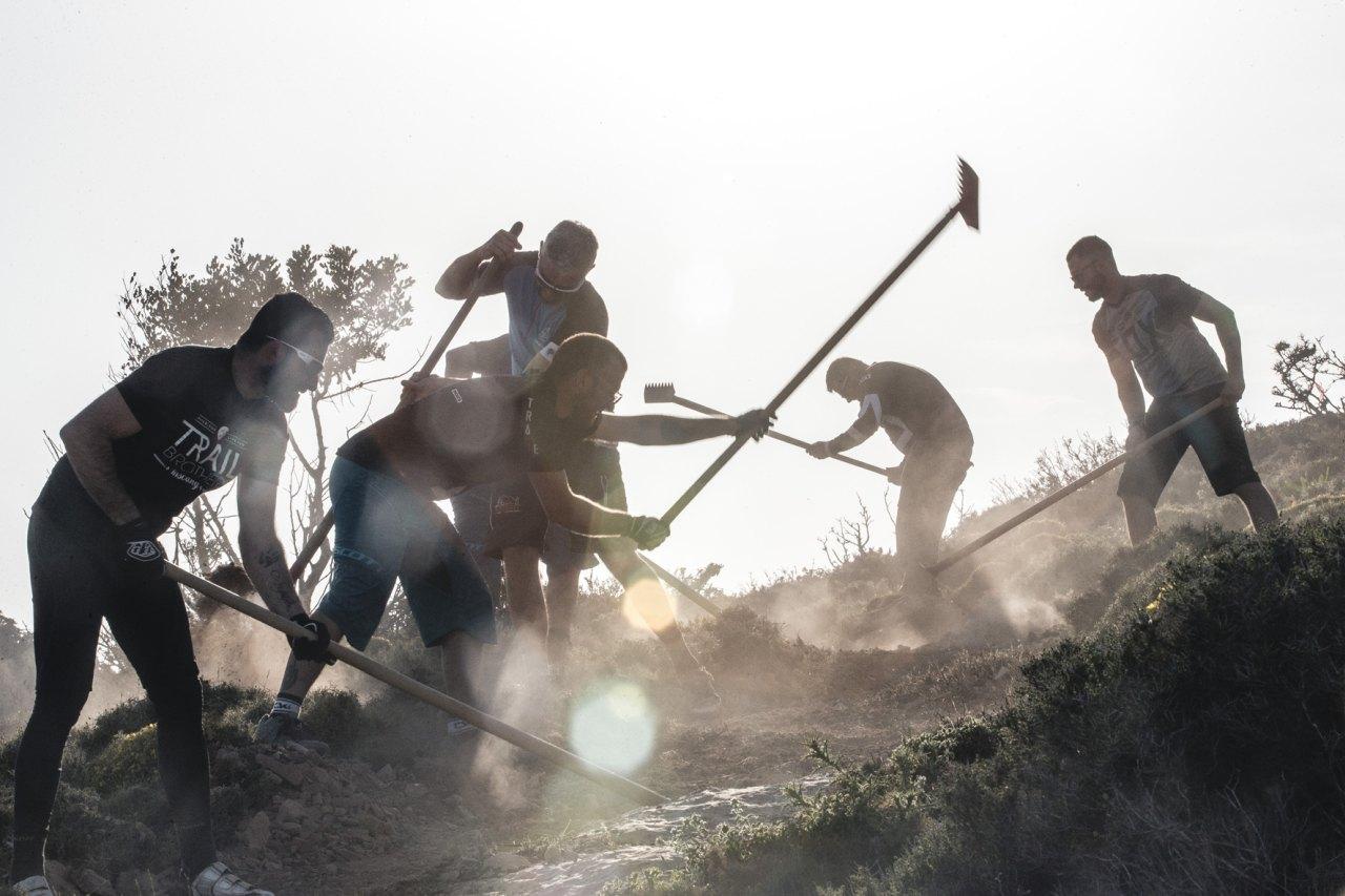 Unterstützer von Aegean Trails beim Trail-Bau