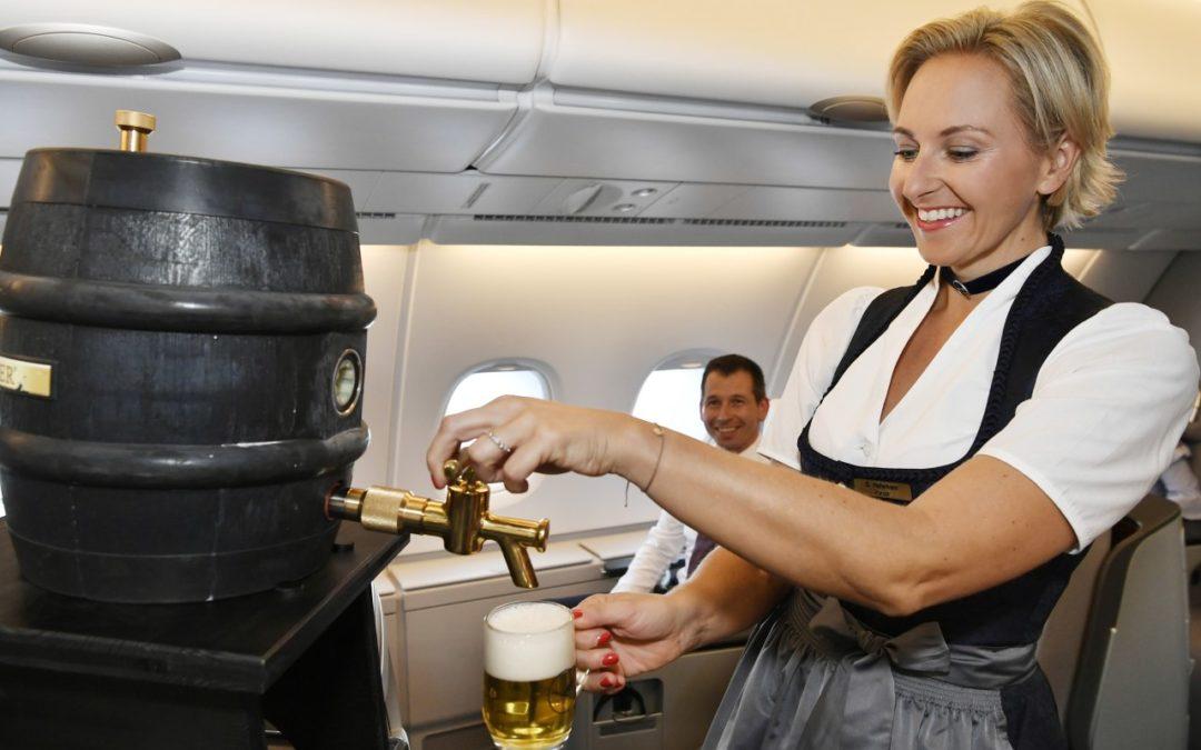 Oktoberfest-Trachtenflüge bei Lufthansa mit frisch gezapftem Bier