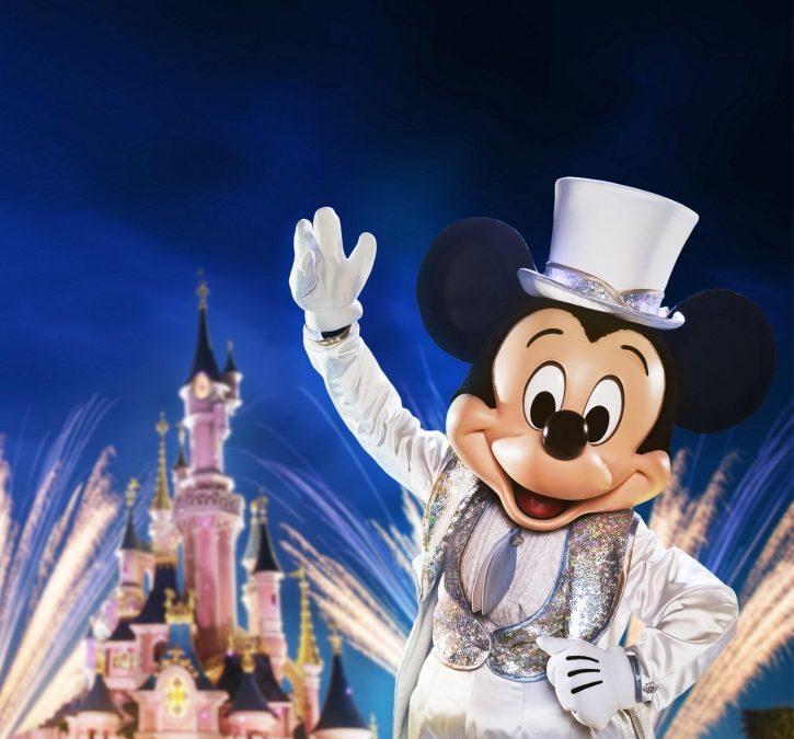 Disneyland Paris feiert 90 Jahre Micky Mouse mit großer Party