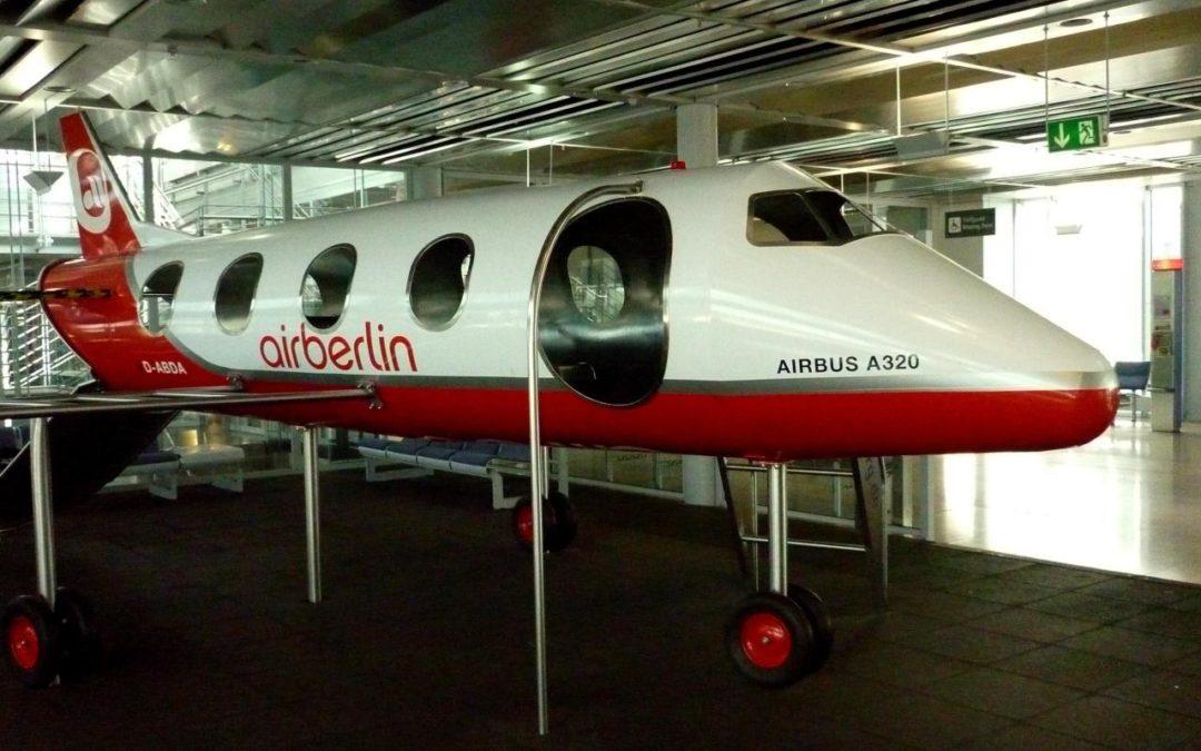 Flughafen Nürnberg verschenkt acht Meter langes Modellflugzeug