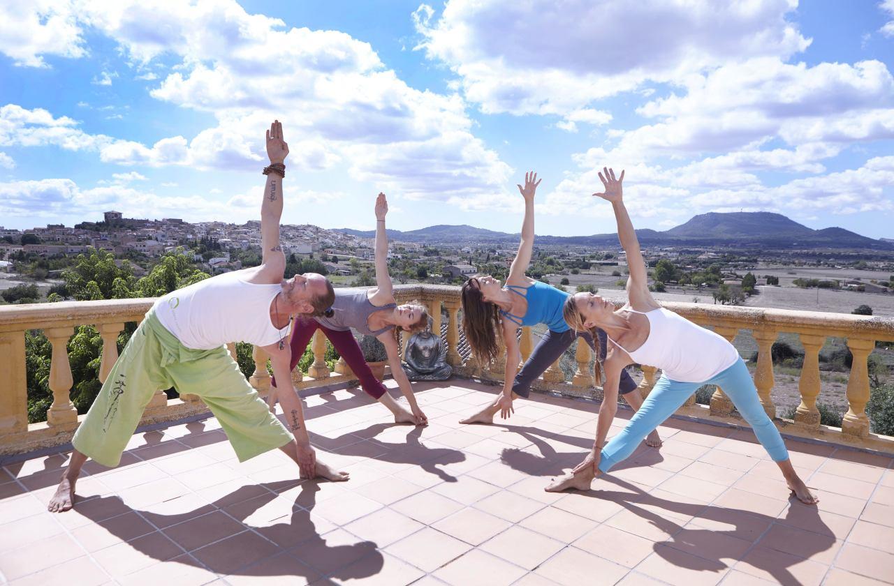 Outdoor-Yoga auf Mallorca mit Indigourlaub