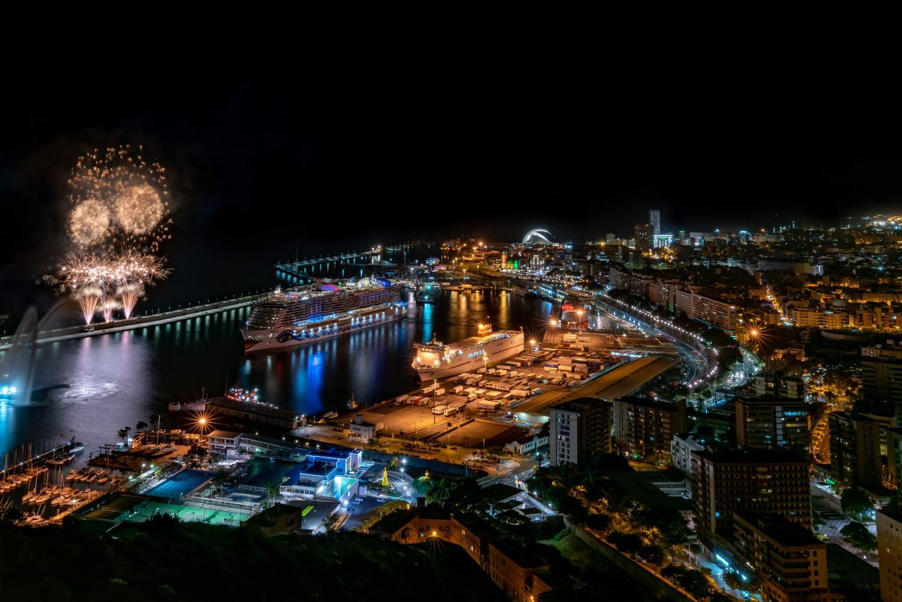 Feuerwerk für die AIDAnova auf Teneriffa