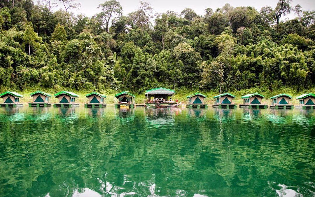 Schwimmende Zeltcamps im thailändischen Khao Sok Nationalpark