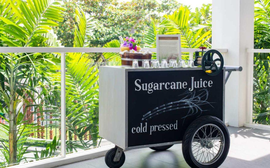 Zuckerrohrsaft auf dem Frühstücksbuffet im The Nai Harn auf Phuket