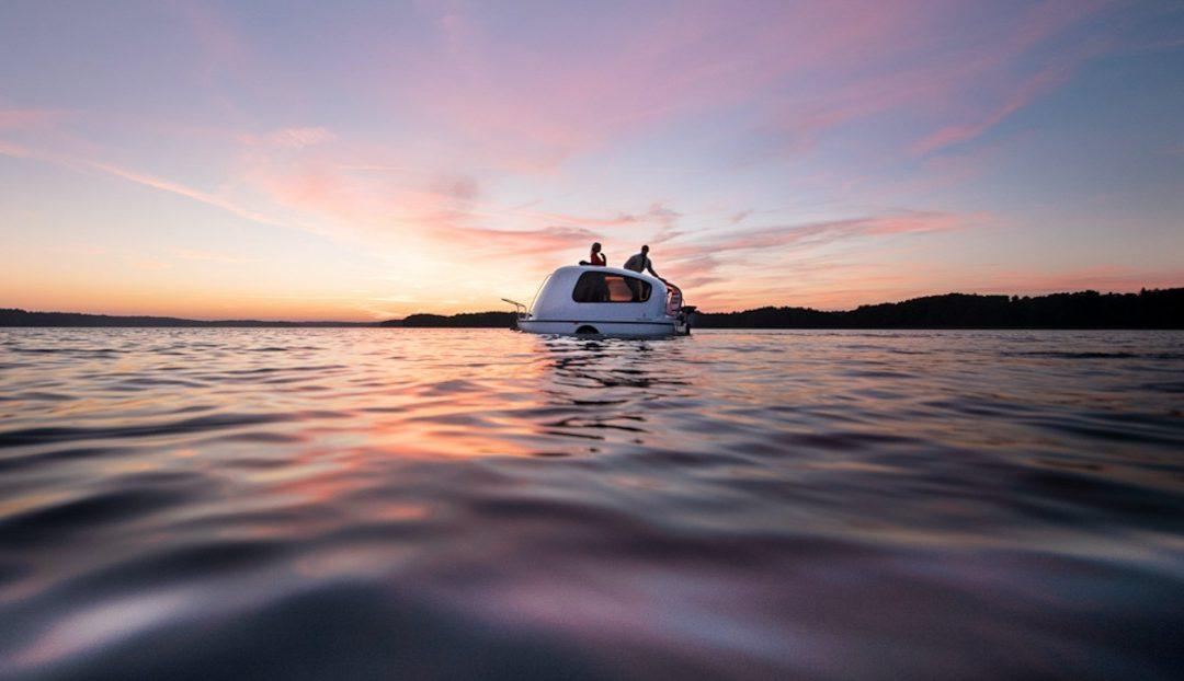 Schweden: Mit dem Wohnwagen auf dem See schippern