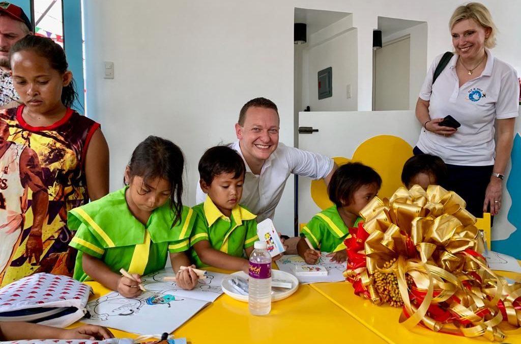 Aida Cruises eröffnet erste aus Spendengeldern finanzierte Schule