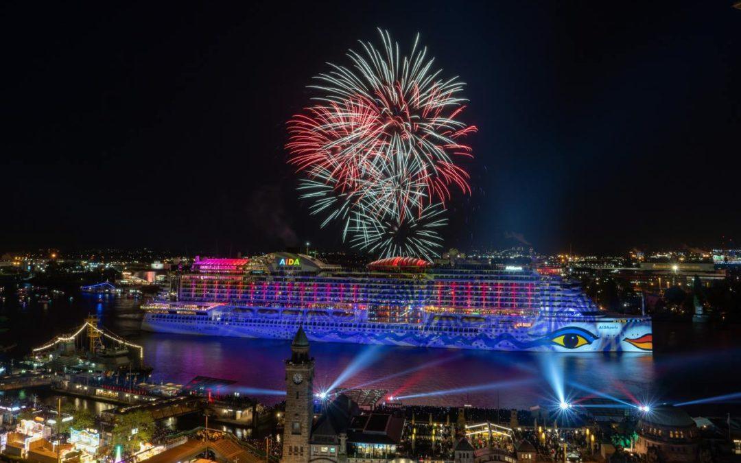 Großes Feuerwerk zum Abschluss des Hamburger Hafengeburtags 2019