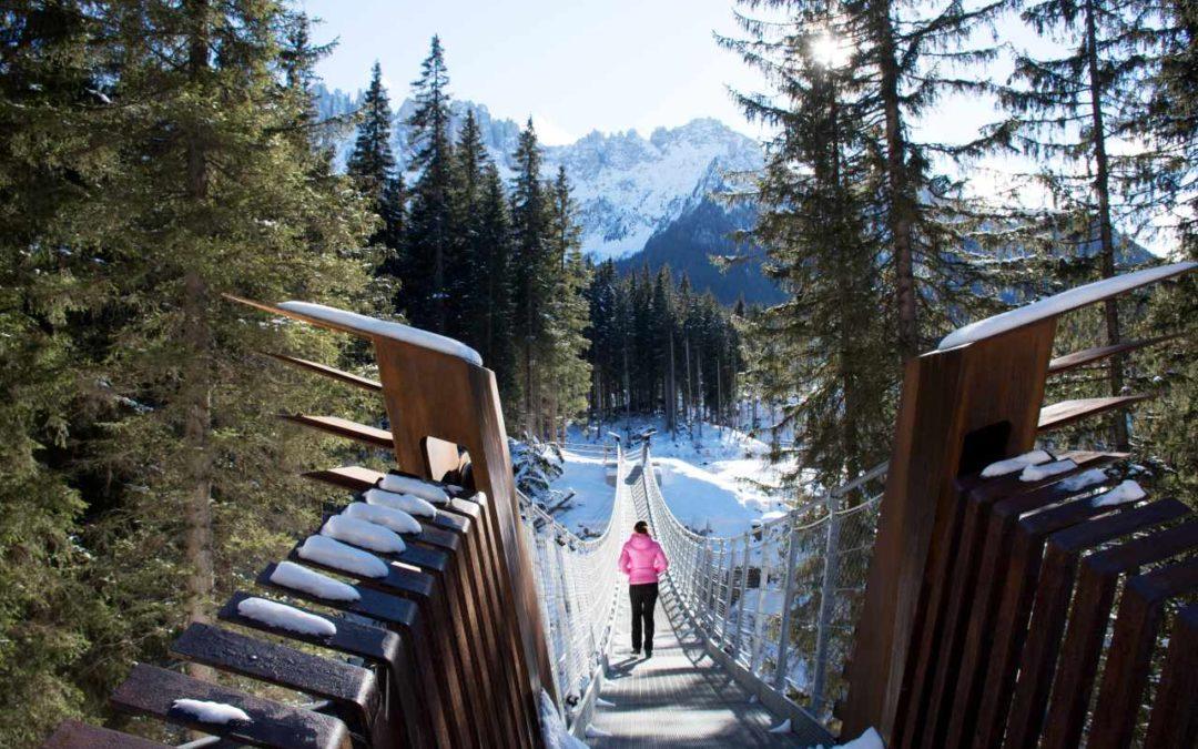 Neue Hängebrücke am Karer See im Eggental